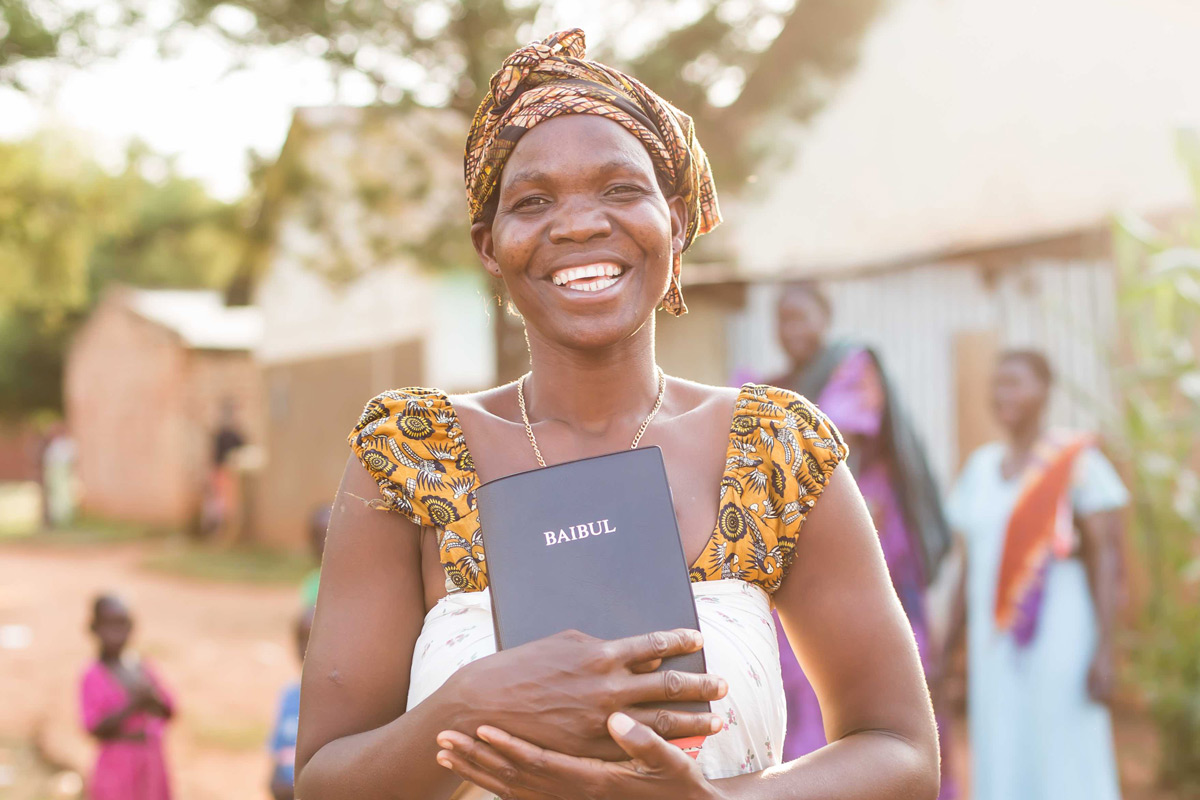 njovu-woman-with-Bible