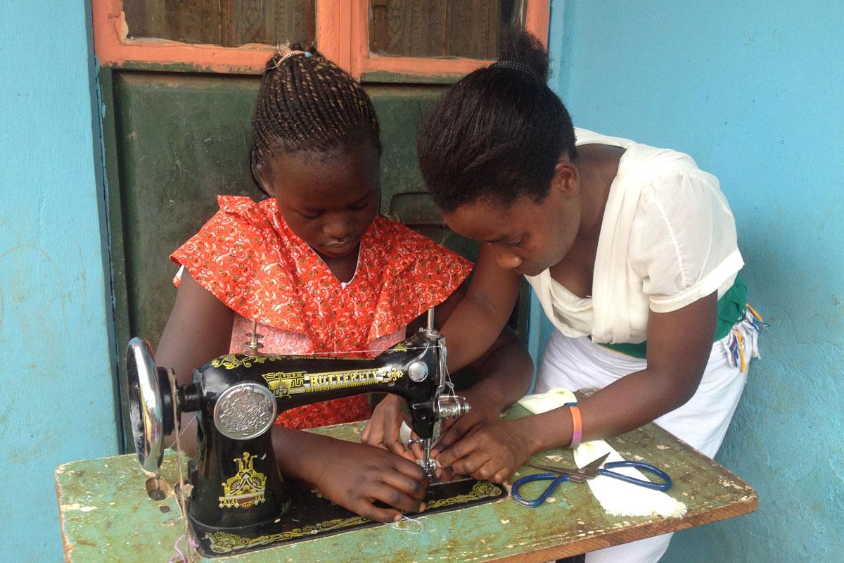 njovu.web.COOP-women-sewing-small